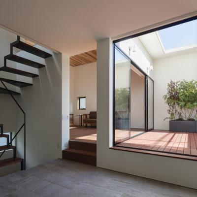 設計事務所アーキプレイスの01s 室内家したテラスを持つ家