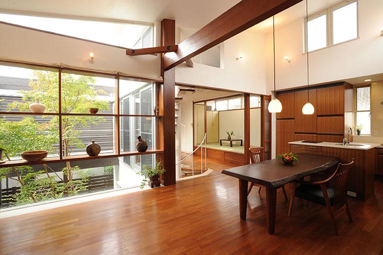 世田谷に建つ、緑があふれる居心地の良いデザイン住宅