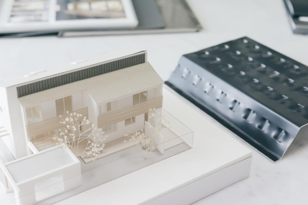 ソーラーウォールと、設置した家の建築模型